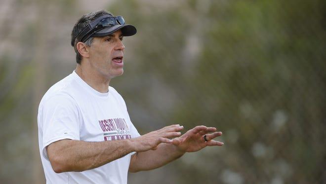 Former Cardinals QB Kurt Warner is the offensive coordinator at Desert Mountain High.