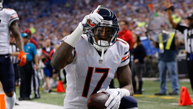 Alshon Jeffery leads Chicago with 271 yards receiving, and has five receptions of 20-plus yards.