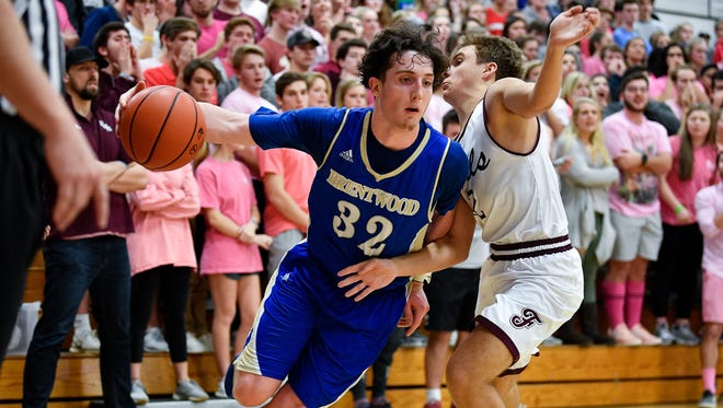Brentwood's Jack Thurman (32) advances past Franklin's Jacob McGraw (12) during the first half at Franklin High School in Franklin, Tenn., Monday, Jan. 29, 2018.