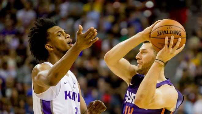 Phoenix Suns forward Alec Peters (14) attempts to keep the ball from Sacramento Kings forward Marvin Bagley III (35) on July 7, 2018, during the Phoenix Suns' NBA Summer League matchup against the Sacramento Kings at the University of Nevada Las Vegas.