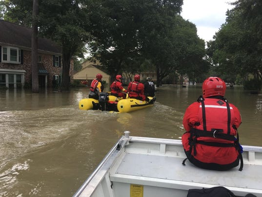 636402879246422114-Nashville-Fire-Houston-flood-rescue.jpg