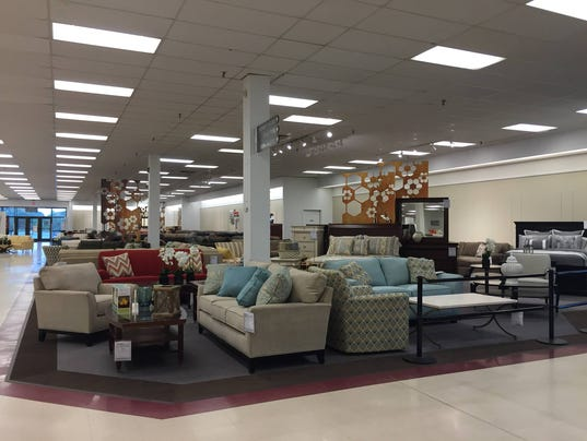 younkers brings back furniture at two des moines stores