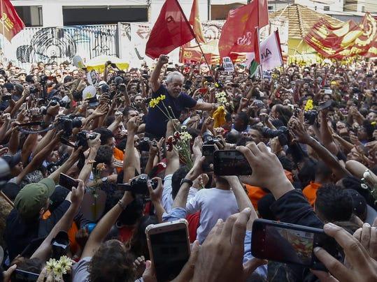 TOPSHOT-BRAZIL-POLITICS-CORRUPTION-LULA DA SILVA