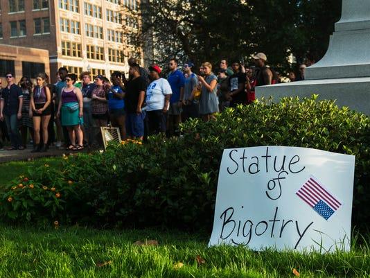 davis-statue-protest18.jpg