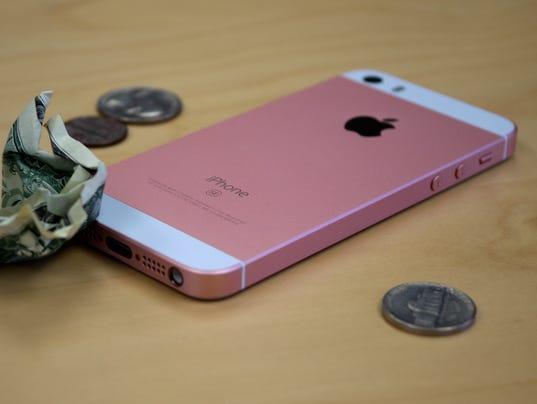 635957065106191351-iPhone-SE-Cheap-Camera-Hero.jpg