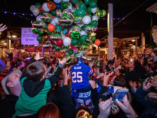 Kid's balloon drop to bring in New Year