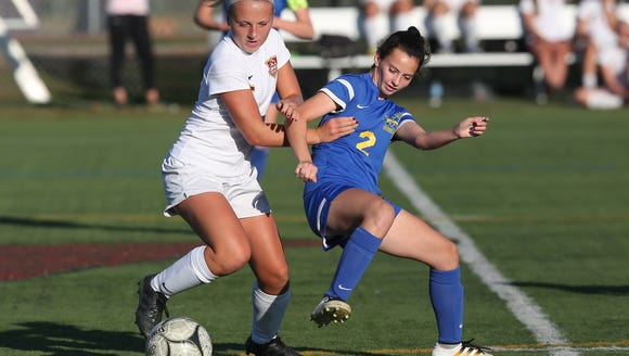 From left, Arlington's Kendall Feighan and Mahopac's