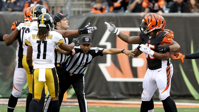 Officials try to break up Steelers guard Ramon Foster and Bengals outside linebacker Vontaze Burfict.