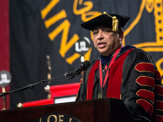 636174929487913149-UofL-winter-commencement--PEARL-02.jpg