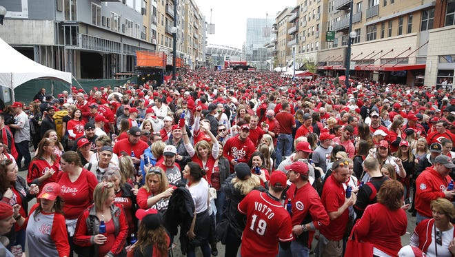 Let the mortals parade on Day 1. The pretenders, the arrivistes, the people who go to be Seen. A parade on Opening Day? That's for amateurs. True Cincinnatians party on Day 4, Paul Daugherty writes.
