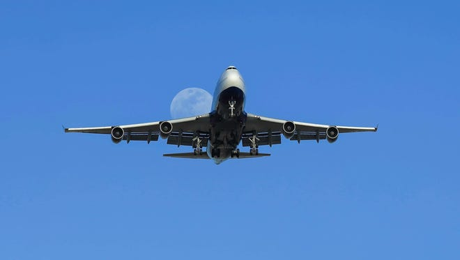 A Boeing 747 lands at Phoenix Sky Harbor International Airport.