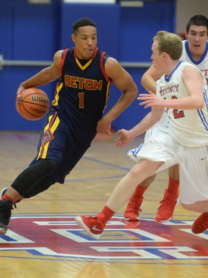 Seton Catholic's Desmond Bane moves the ball against Union County's Preston Scott and Dillon Miller during a basketball game Tuesday, Dec. 1, 2015, in Liberty.