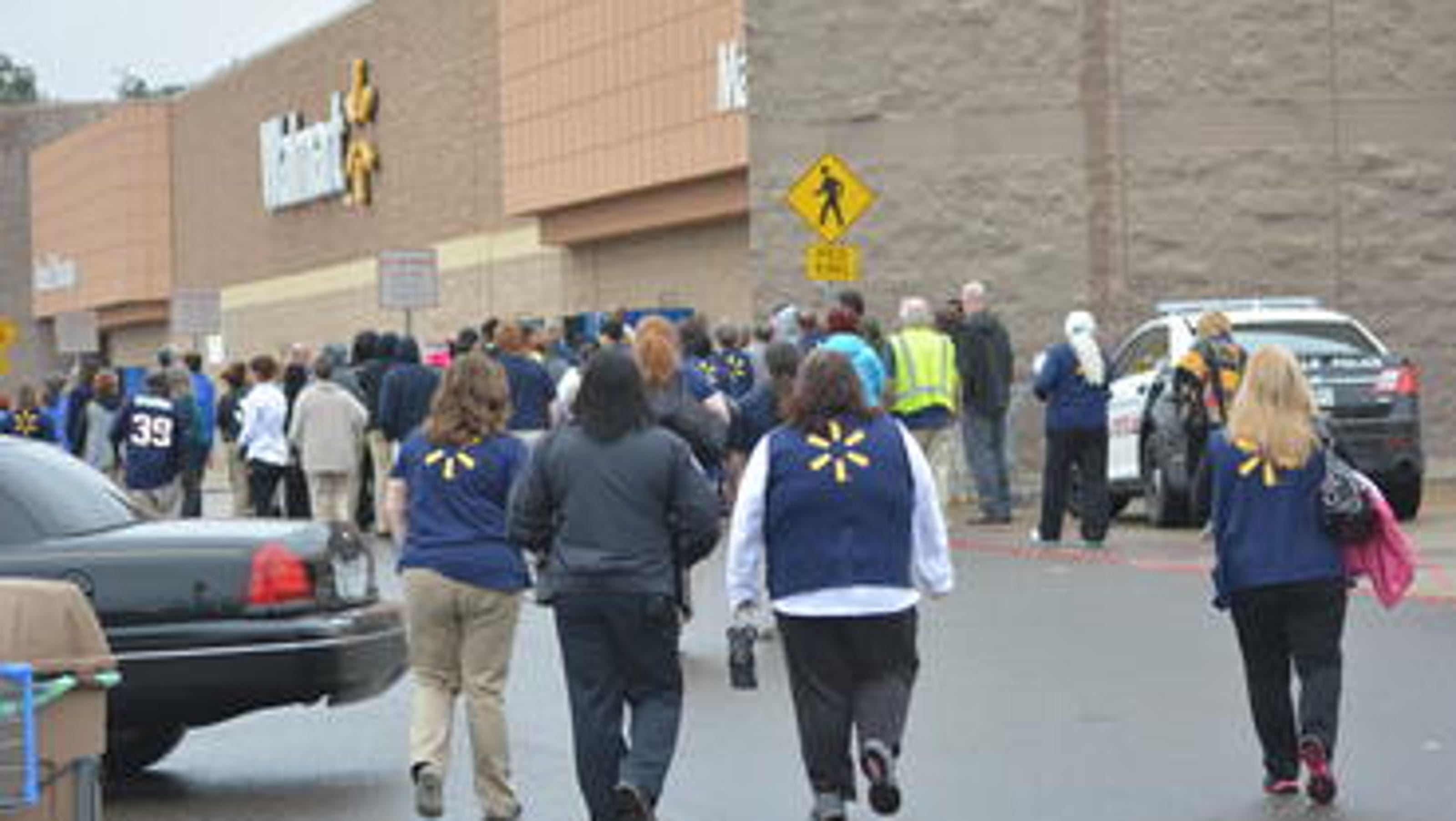 Updated pineville wal mart reopens after bomb threat House of flowers alexandria la