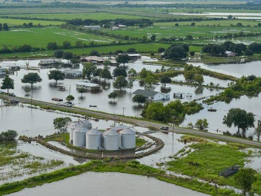 636073224888829778-tda.flood.gueydan.levee.08.20-3016.jpg