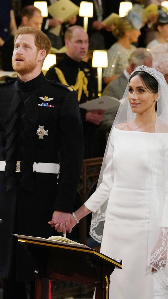 18d09e8c3c476 Meghan Markle s wedding dress splits Twitter   Beautiful  and  boring