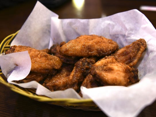 A plate of Gold Wings, one of Vons Chicken's most popular