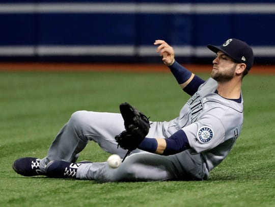 Seattle Mariners right fielder Mitch Haniger can't