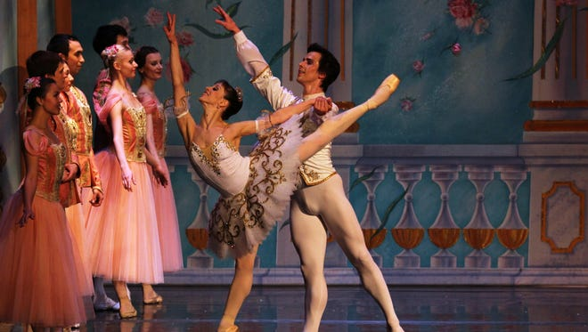 Masha and Nutcracker Prince perform the Grand Pas de Deux.