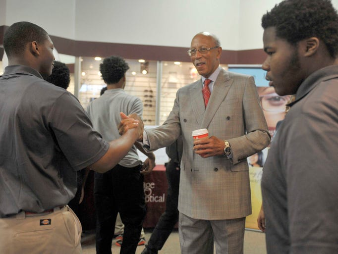 Former Detroit Mayor Dave Bing meets teenage boys from