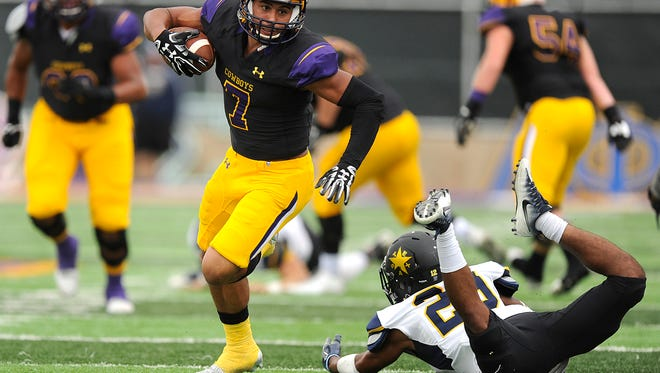 Hardin-Simmons wide receiver Alex Bell (7) shakes off East Texas Baptist safety Zackary Biles (28) during the first quarter of the Cowboys' 66-30 win on Saturday, Nov. 5, 2016, at HSU's Shelton Stadium.