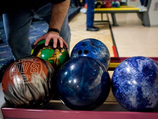 Scott Badley grabs a ball during Marysville High School bowling practice Wednesday, Jan. 13, 2016 at Port Huron Lanes.