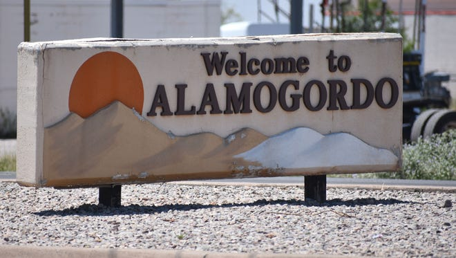Welcome to Alamogordo sign on White Sands Boulevard.