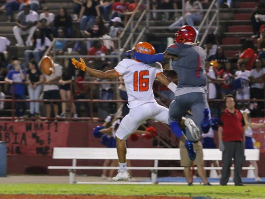 636423275701688510-sm2017-0929-escambia-at-pine-forest-football-0025.jpg
