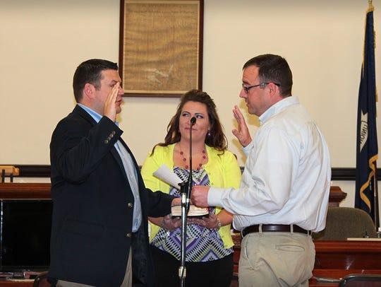 New DeSoto Parish Sheriff Jayson Richardson is sworn