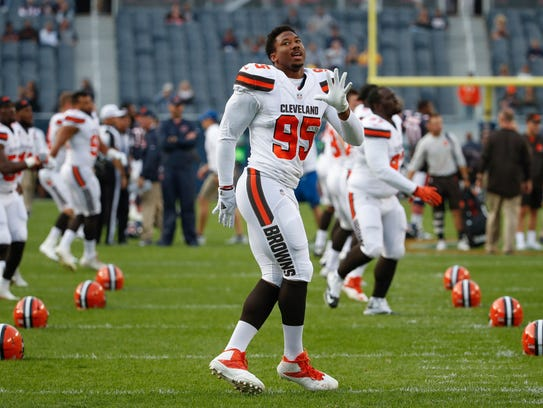 Cleveland Browns Myles Garrett (95) warms-up before