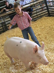 Isaac Lust shows his Grand Champion Middleweight Market