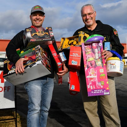 Sheriff Daron Hall helps save the Last Minute Toy Store