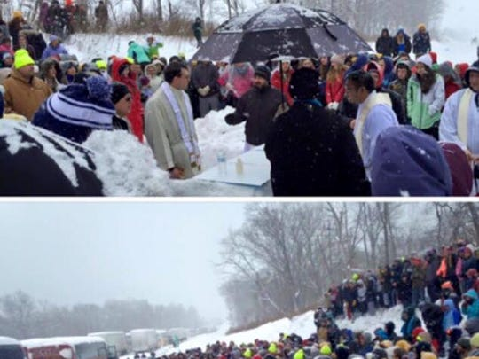 These photos show a priest about to celebrate Mass for hundreds gathered along the Pennsylvania Turnpike.