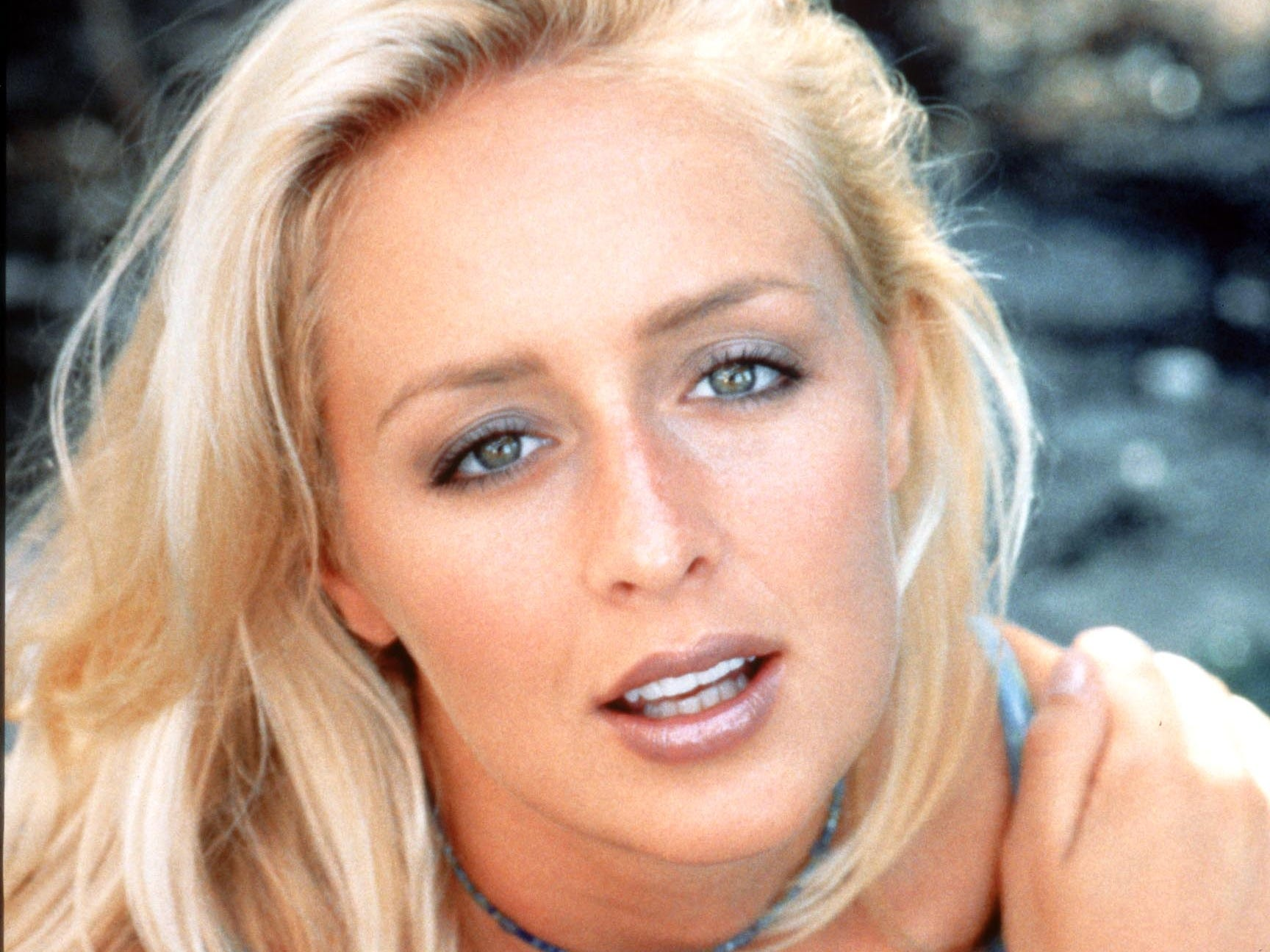 Country singer Mindy McCready, seen here in a 1997 photo, died Sunday of an - xxx-d06g3up04-10p3x19lines-4_3