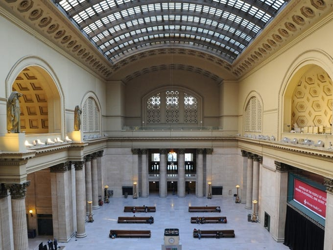 The striking Great Hall and its 219-foot barrel-vaulted skylight. The Daniel Burnham-designed Union Station in Chicago opened in 1925.