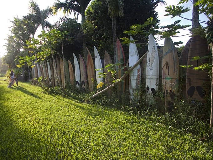 Maui S Surfboard Fence Celebrates Creative Recycling