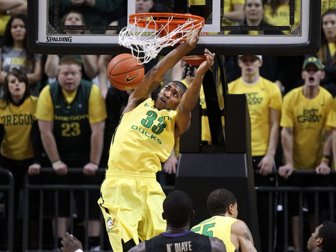 Oregon's Carlos Emory throws it down during the first half of the game against Washington. Oregon won 81-76.