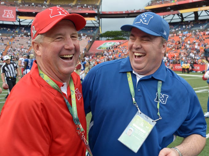 Denver Broncos coach John Fox (left) and Green Bay Packers coach Mike McCarthy shake hands after the 2013 Pro Bowl at Aloha Stadium.