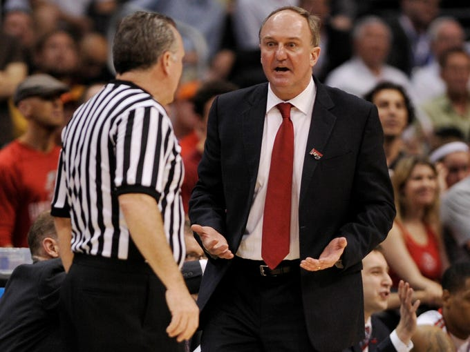 Thad Matta just learned that Greg Oden has suffered another knee injury.