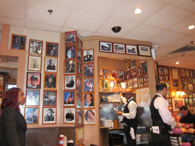 Every wall of the crowded dining rooms is covered with photos of celebrity guests. Set up to deal with large volumes of diners efficiently, the deli hires waiters who are speedy and extremely professional.