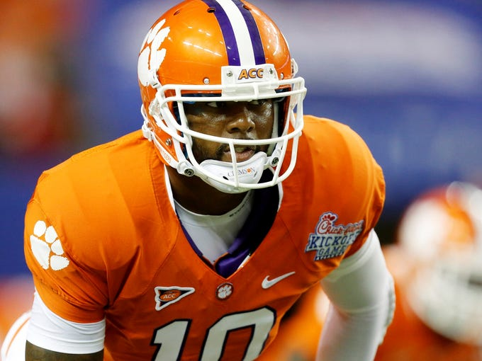 USA TODAY Sports ranks the 10 best college football players heading into the 2013-14 season.