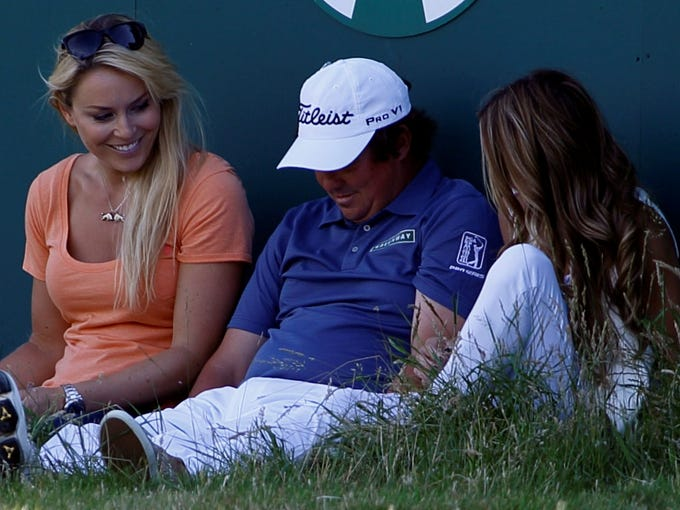 Lindsey Vonn sits with Jason Duffner on the 18th green.