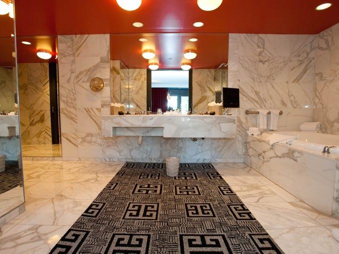 Best hotel bathrooms in las vegas for Best bathrooms in nyc