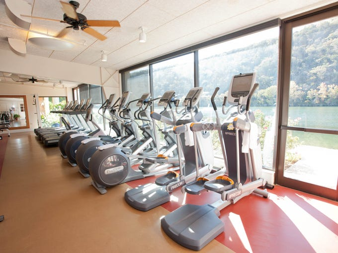 Hotel fitness centers with killer views for Above salon austin