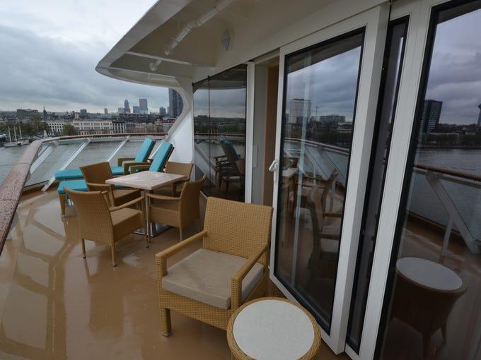 Cruise Smackdown Norwegian Breakaway Vs Royal Princess