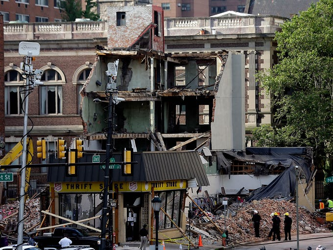 6 dead 14 hurt in philadelphia building collapse for Building onto a house