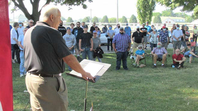 Retired law enforcement officer Charlie Hardman addressed the crowd assembled to Back the Blue at the Saturday morning rally. Hardman spoke of the number of police officers who have lost their lives in the line of duty, and the gratitude we all should have towards police officers.