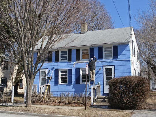 A home on S. Queen Street is getting some new paint.