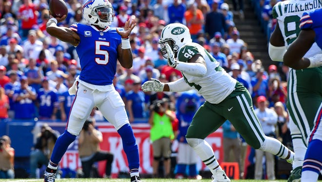 Buffalo Bills quarterback Tyrod Taylor (5) passes the ball as New York Jets defensive end Kony Ealy (94) pressures during the third quarter at New Era Field.