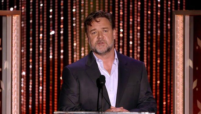 Russell Crowe, sans hoverboard.
