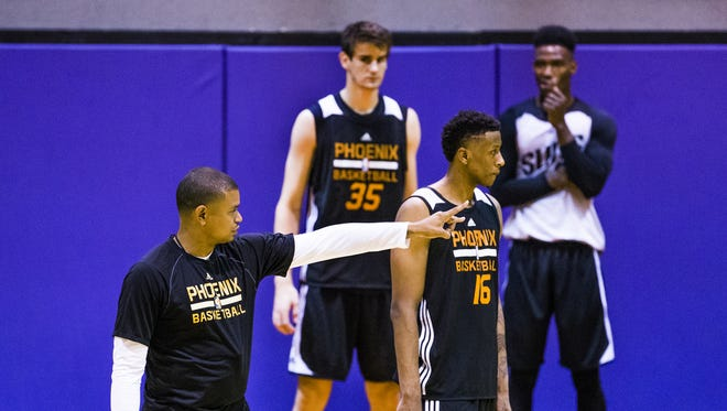 Phoenix Suns Head Coach Earl Watson, left, instructs Troy Williams (16) of Indiana, during Phoenix Suns Summer League practice at Talking Stick Resort Arena in Phoenix, Friday, July 8, 2016.